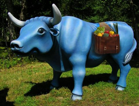 Babe The Blue Ox statue made by Josh Porter of Avalon Sculptures.
